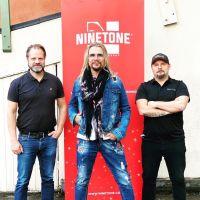 Jakob Samuel släpper snart sitt nya soloalbum - skriver på för bolaget Ninetone Group